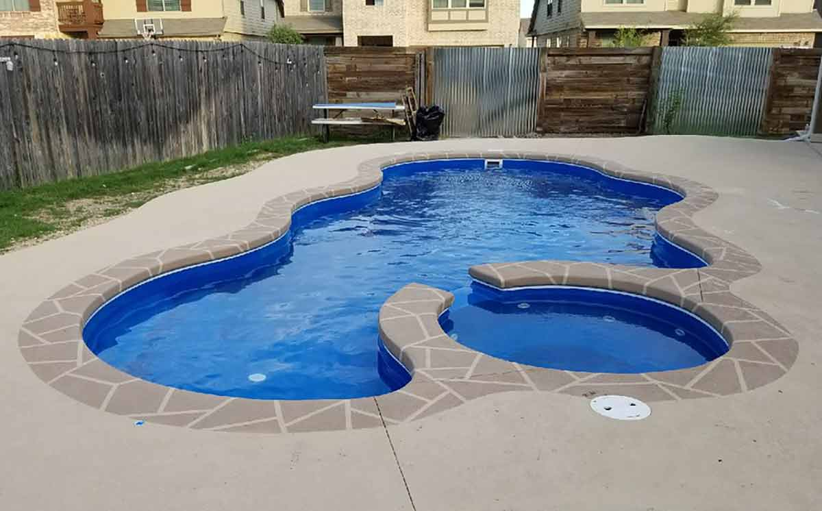 laguna-deluxe-fiberglass-pool-01